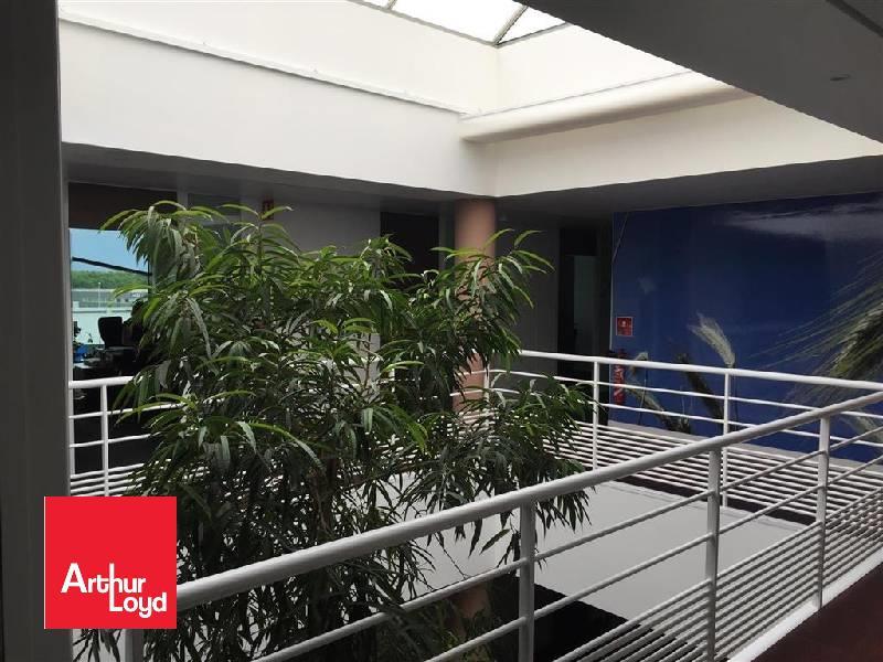 CHARTRES - A LOUER - 590 m² de bureaux  climatisés de grand standing au 2ème étage d'un immeuble de prestige, bénéficiant de 30 places de parkings. </